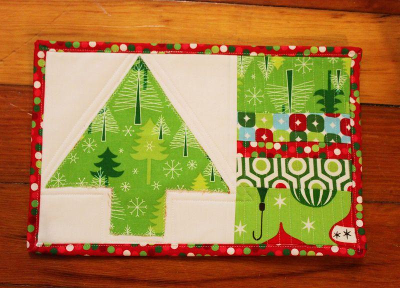 Holiday mug rug finished