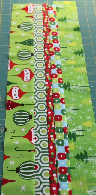 Holiday mug rug strip panelIMG_5650